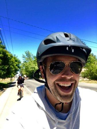 Vashon, WA: Smiling on the uphill climb