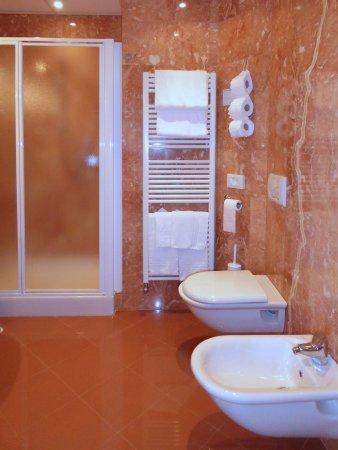 Hotel Diana: Il bagno della camera romantic n. 245