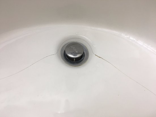El Dorado, AR: sink cracked and leaked over floor when used