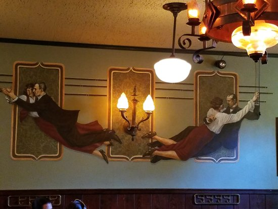 McMenamins Hotel Oregon: Mural in Mattie's Room