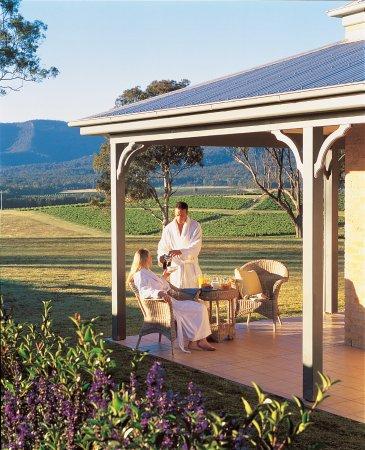 Berenbell Vineyard Retreat: Sitting on the Lodge veranda