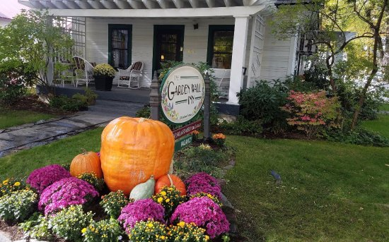 Garden Wall Inn: Autumn is a Secret Season