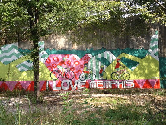 La Quinta Inn & Suites Memphis East-Sycamore View: Mural along the Shelby Farm Greenline Trail.