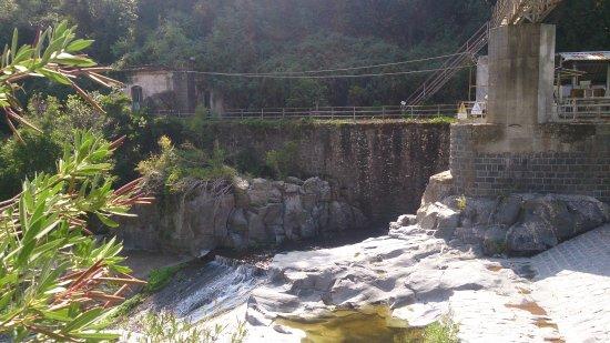 Francavilla di Sicilia, อิตาลี: Nedlagt kraftstasjon