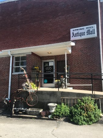 Spring Hill Antique Mall entrance
