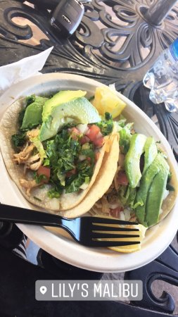 Lily's Cafe and Pastries: Chicken tacos