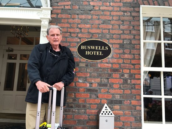 Buswells Hotel: Great Location
