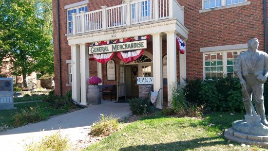 Nauvoo, IL: This is the front of the Store which is also part of the Woodruff Hotel