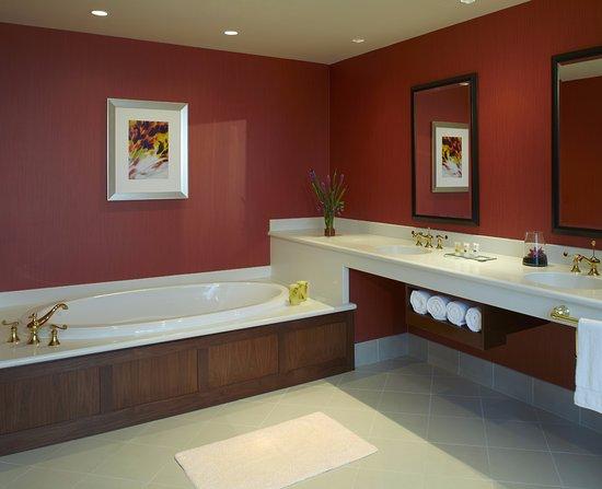 One Bedroom Suite Bathroom at Great Cedar Hotel at Foxwoods ...