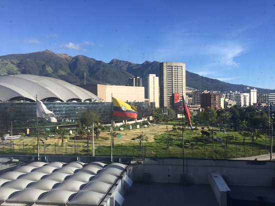Tambo Real Hotel: View of the stadium and mountains from hotel window