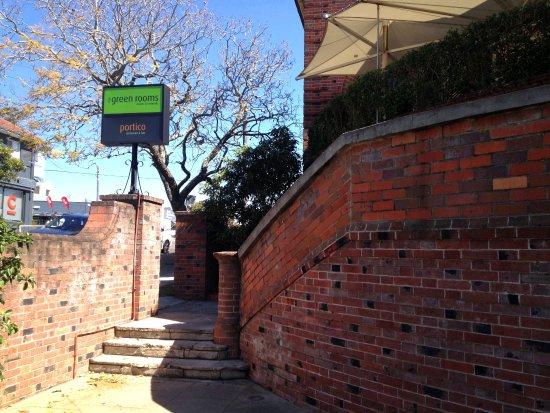 Killara, Австралия: Portico steps to the side entrance