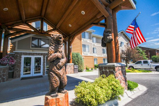 ClubHouse Inn West Yellowstone: Bear to great your arrival