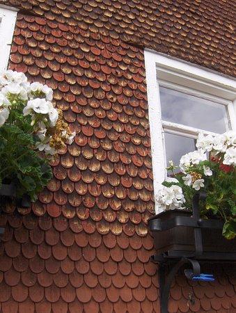 Хиршег, Австрия: Typisches mit Schindeln verkleidetes Haus im Kleinwalsertal.