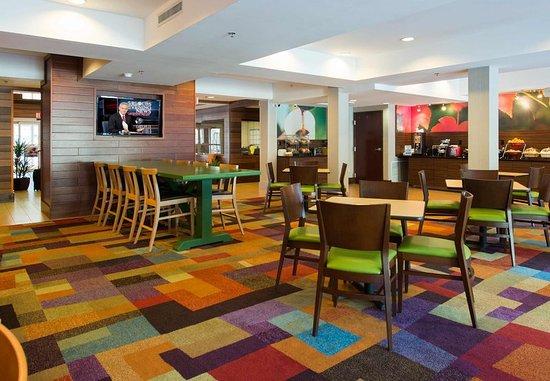 Fairfield Inn & Suites Charleston North/Ashley Phosphate: Breakfast Area