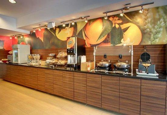 Fairfield Inn & Suites Charleston North/Ashley Phosphate: Breakfast Bar