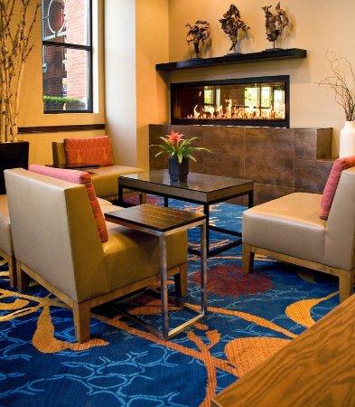 Redmond, WA: Marriott Greatroom – Fireplace