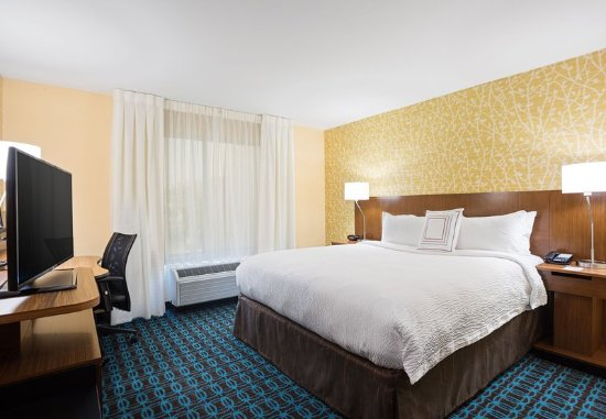 Belle Vernon, PA: King Guest Room