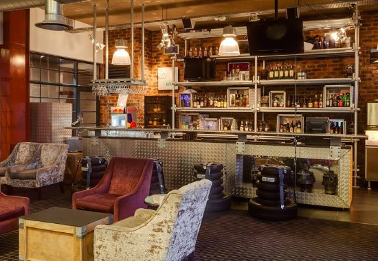 Kempton Park, South Africa: Settle into our Bar & Lounge to socialize, meet or have a drink