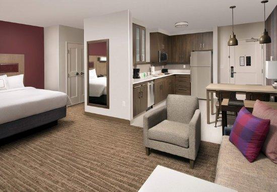 Owings Mills, MD: Queen/Queen Studio Suite