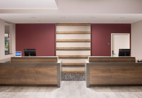 Owings Mills, MD: Front Desk
