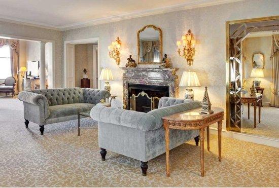 The Drake, A Hilton Hotel: Princess Diana Living Room