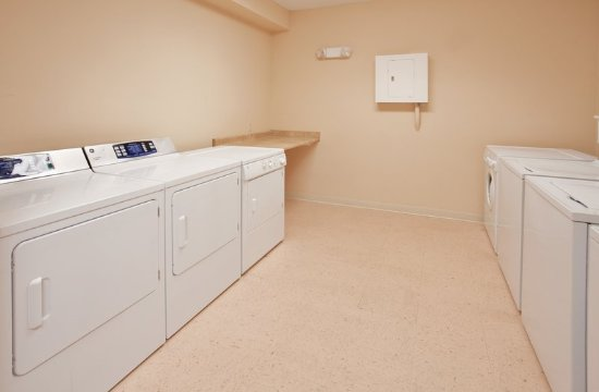 Candlewood Suites: Laundry Facility