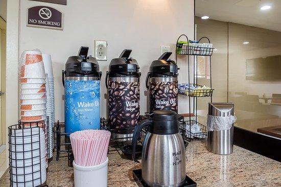 Comfort Inn Staten Island: Breakfast