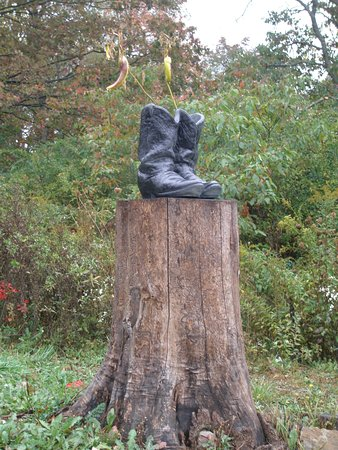 Brookville, Pensilvania: Real boots with plants in them