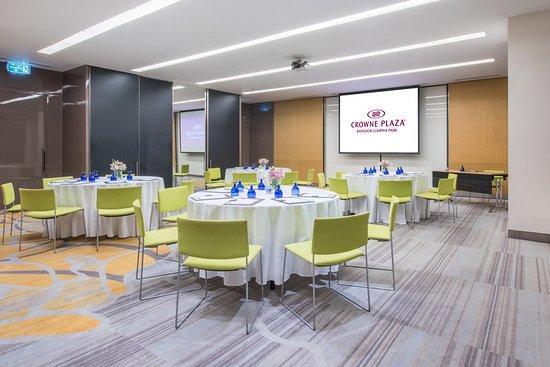Crowne Plaza Bangkok Lumpini Park: Sathorn Cluster Meeting Room