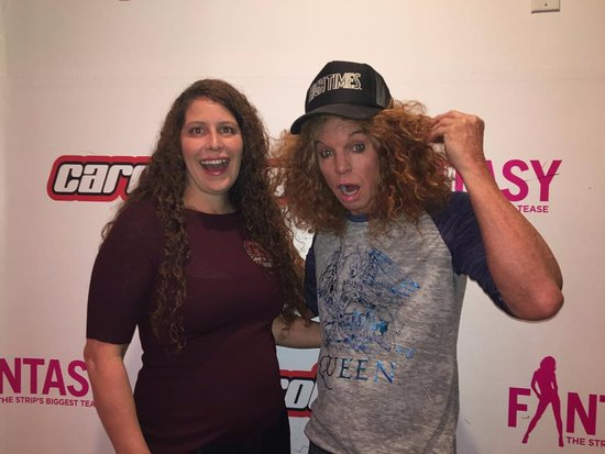 My friend with carrot top at a meet and greet before the show image m4hsunfo