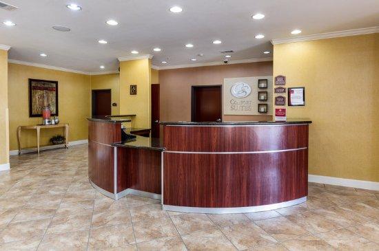 Comfort Suites Pearland - South Houston : Front Desk