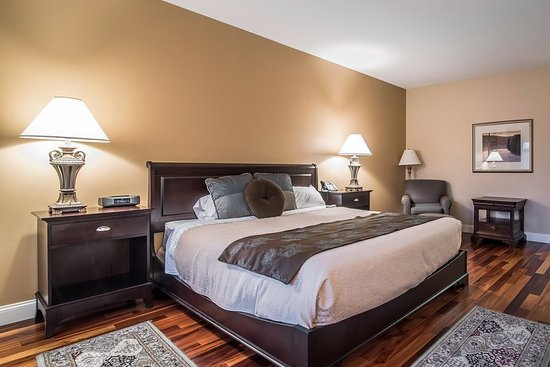 West Chesterfield, NH: Guest Room