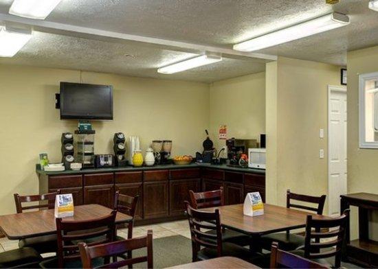 Caineville, UT: breakfast area