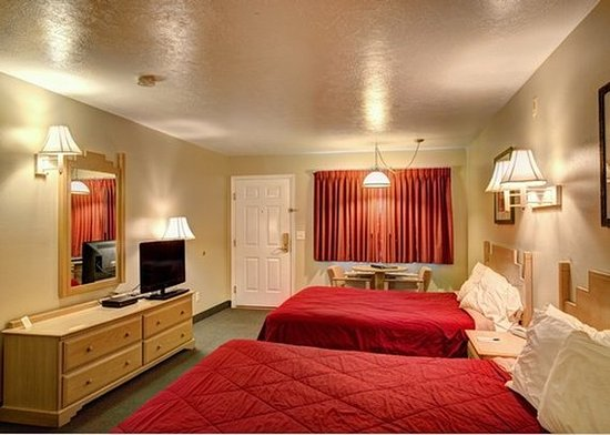 Caineville, UT: guest room