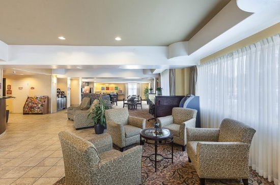 Comfort Suites Medical Center near Six Flags: Lobby