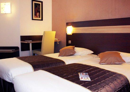 Les Mureaux, فرنسا: guest room