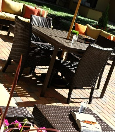 Courtyard Dallas Plano Parkway At Preston Road: Patio   Table Seating