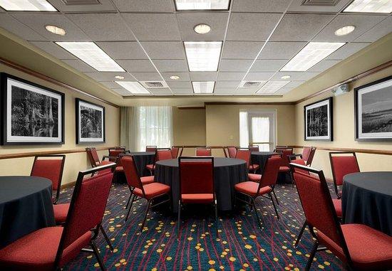 Residence Inn Charleston Airport: Meeting Room – Rounds Setup