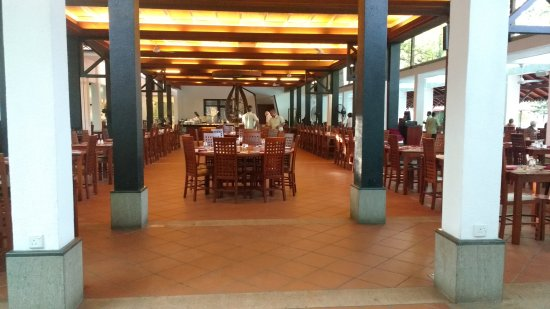 Cinnamon Lodge Habarana: A view of the dining halls