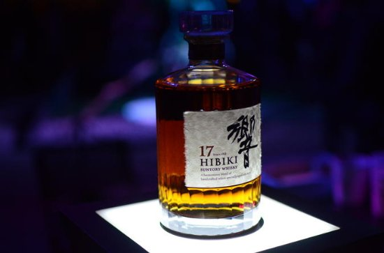 Japanese Aged Whisky Tasting Experience at Local Bar in Tokyo