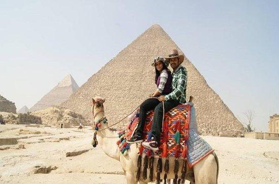 ギザピラミッドへの日帰りツアーエジプト考古学博物館とカーンエルカリリバザール