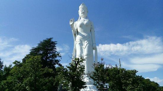 Nirasaki Heiwa Kannon Statue