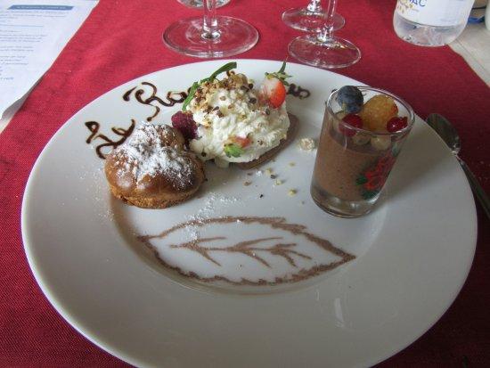 Augne, France: les desserts sucrés du chef