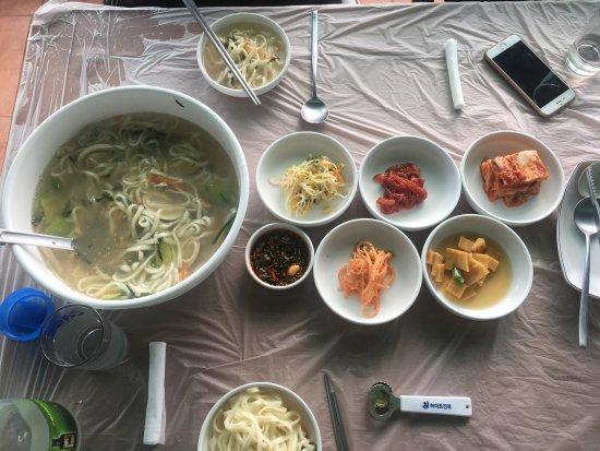 Buan-gun, Corea del Sur: 백합칼국수 맛있다