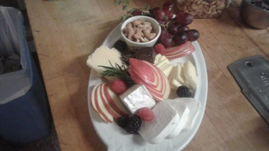 Centennial, WY: Local Cheeses w/fruits, nuts, french chocolates, wwwwwwwow