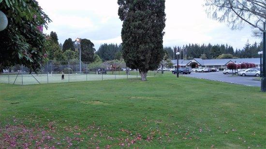 Wairakei Resort Taupo: Tennis courts near entrance to Resort