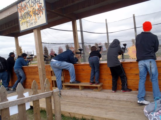 Hampshire, IL: paintball gallery