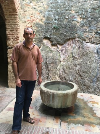 La Posada de San Marcos: Angel took me to this ancient Muslim mosque with fountain