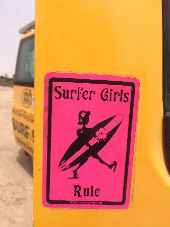 Homegrown Surfschool: Surfer Girls rule!