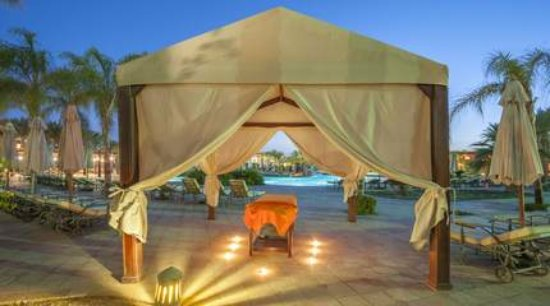 Marsa Alam, Egypte: What can be better than massage on the beach? Visit Planet Spa!